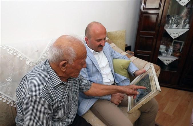 Amasya Valisi Varol, Kore Gazisi Bayram Çelik'i Evinde Ziyaret Etti