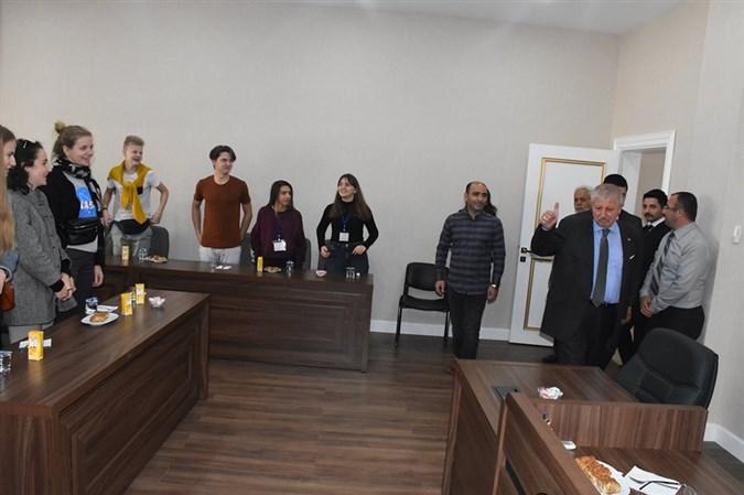 Başkan Sarı, Farklı Ülkelerden Gelen Misafirlerini Ağırladı