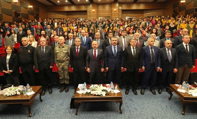 'Mehmet Akif Ersoy ve Tarık Buğra'nın Dilinden 100. Yılında Milli Mücadele' Programı Kapsamında Panel Düzenlendi