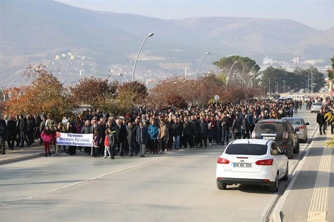 Amasya'da 'Öğretmen Günü Şenlik Yürüyüşü'