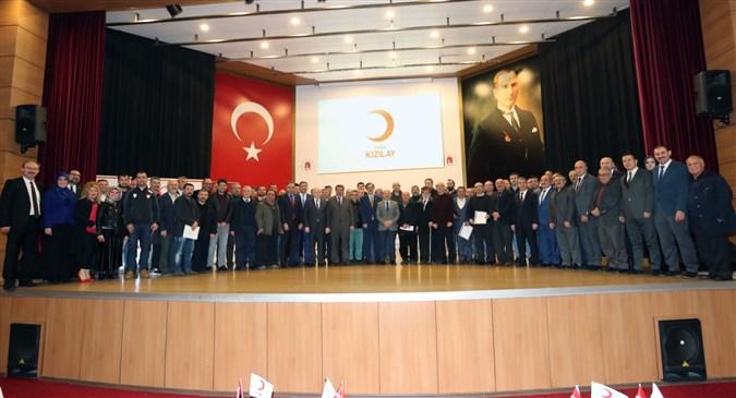 Türk Kızılayı'ndan Düzenli Kan Bağışçılarına Madalya