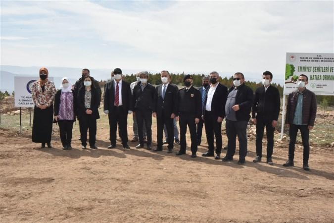 Amasya'da Polis Haftasında Fidanlar Toprakla Buluşturuldu