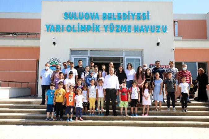 Suluova'da yarı olimpik yüzme havuzu hizmete girdi