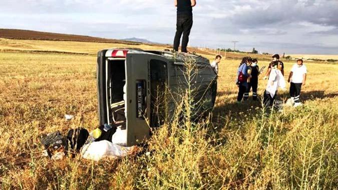 Kontrolden çıkan otomobil, metrelerce takla attı:1 çocuk 4 kişi yaralı