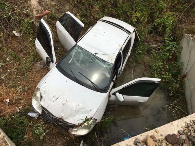Otomobil Şarampole Yuvarlandı:3 Çocuk 6 Yaralı
