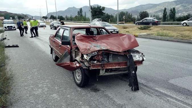 Otomobil, tıra çarptı: 1 yaralı