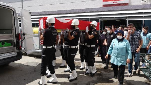 Paraşütü açılmayınca metrelerce yüksekten düşen polis, toprağa verildi