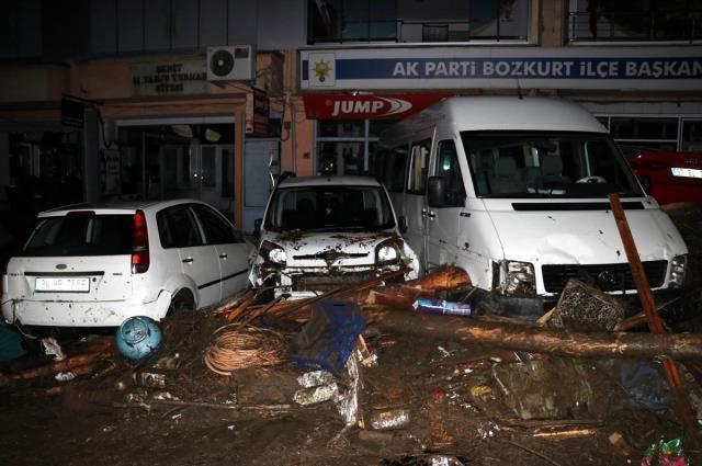 Yaşanan sel nedeniyle Kastamonu'da 5 vatandaşımız hayatını kaybetmiştir