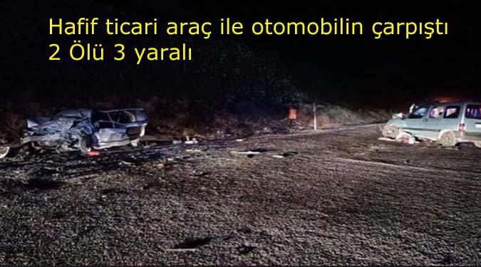 Hafif ticari araç ile otomobilin çarpıştı:2 Ölü 3 Yaralı
