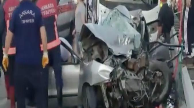 Otomobil ile servis kafa kafaya çarpıştı: 3 ölü, 2 yaralı