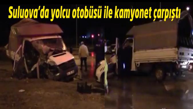 Yolcu otobüsü ile kamyonet çarpıştı: 2 Yaralı