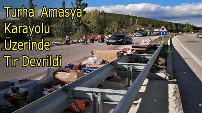 Turhal Amasya Karayolu Üzerinde Tır Devrildi