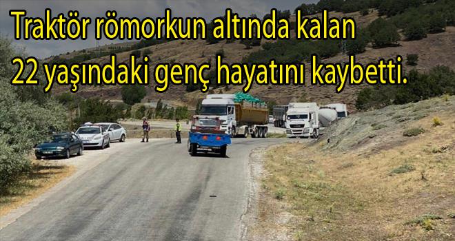Traktör römork'unun altında kalan 22 yaşındaki genç hayatını kaybetti.
