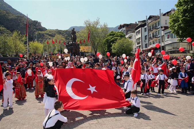 23 Nisan Ulusal Egemenlik ve Çocuk Bayramı Coşku ile Kutladı