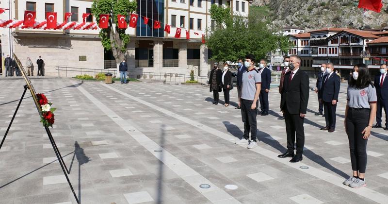 23 Nisan Ulusal Egemenlik ve Çocuk Bayramı Yavuz Selim Meydanına Çelenk Sunulması ile Başladı