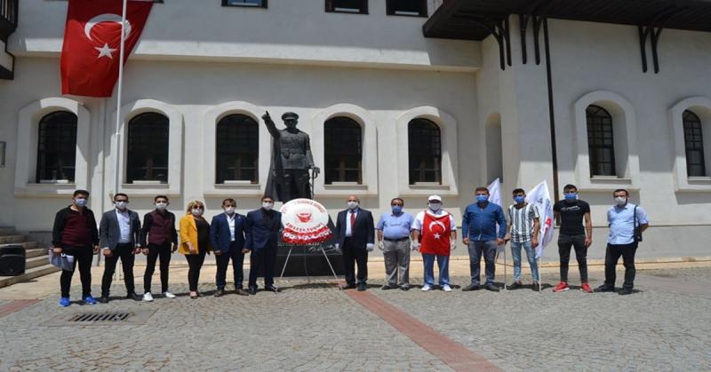 Amasya ADD 19 Mayıs Atatürk'ü Anma Gençlik ve Spor Bayramı Münasebetiyle Atatürk Büstüne Çelenk Bıraktı