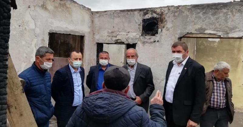 Amasya CHP Heyeti Yangında Evi Zarar Gören Vatandaşı Ziyaret Etti