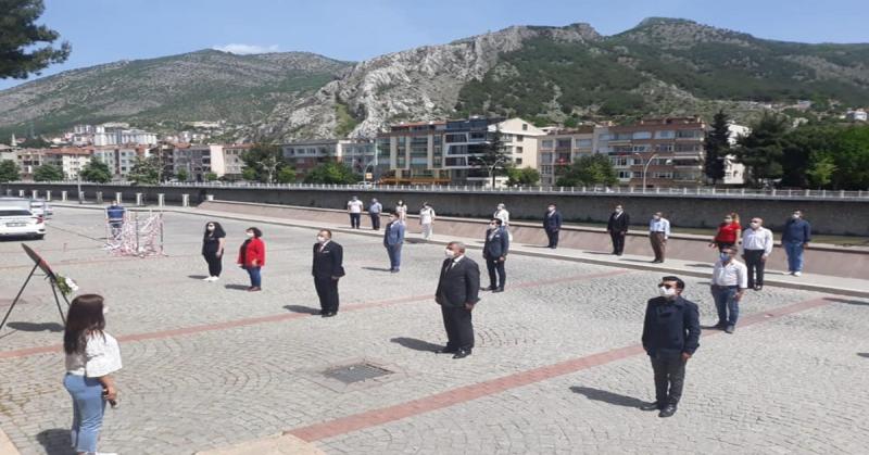 Amasya CHP İl Başkanlığı 19 Mayıs Atatürk'ü Anma Gençlik ve Spor Bayramı Münasebeti ile Çelenk Sunumu ve Basın Açıklamasında Bulundular