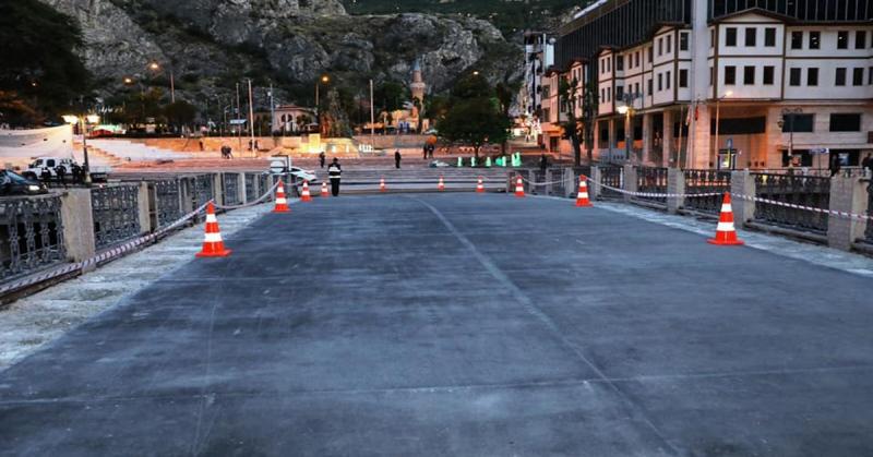 Amasya Hükümet Köprüsü Geçici Olarak Araç Trafiğine Açıldı