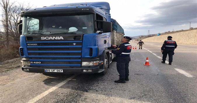 Amasya Jandarma Komutanlığı Yük Taşıyan Araçlara Yönelik Denetim Gerçekleştirdi