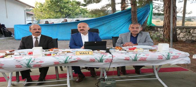 Amasya Valisi Varol Köy Muhtarlarıyla Bir Araya Geldi