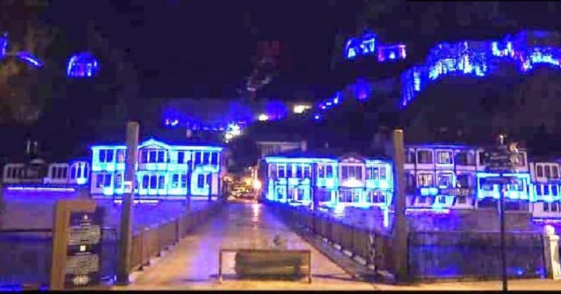 Amasya'da Tarihi Mekanlar Mavi Işıkla Aydınlatıldı
