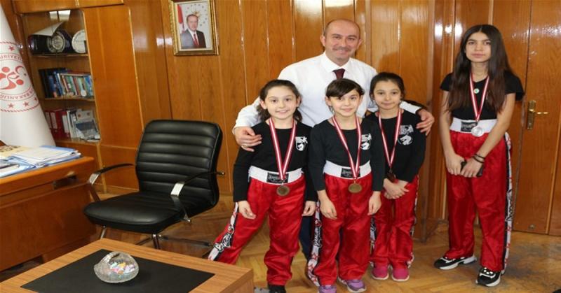 Amasyalı Minik WUSHU KUNG FU'culardan 1 Altın,2 Gümüş ve 2 Bronz Madalya
