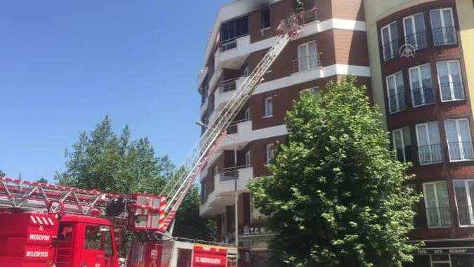 Apartman dairesinde çıkan yangında, 8 kişi dumandan etkilendi.