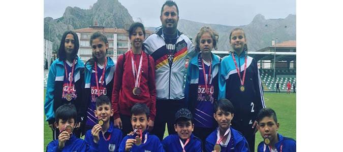 Atatürk Ortaokul öğrencileri ulaşılması güç bir rekora imza attı, 6 yıl üst üste şampiyon oldu