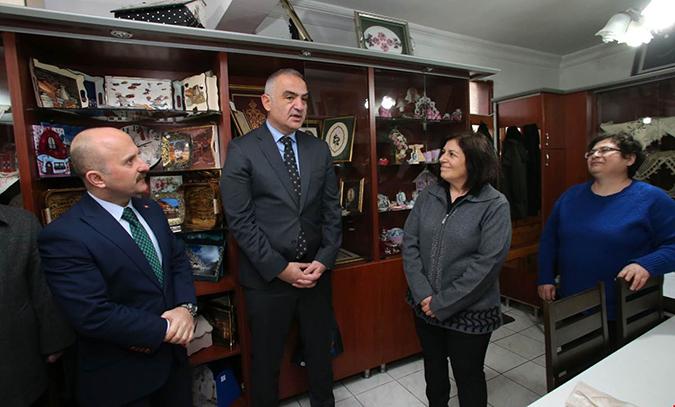 Bakan Ersoy Müzeleri Ziyaret Etti