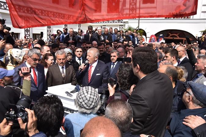 Başkan Mehmet Sarı Mazbatasını Aldı