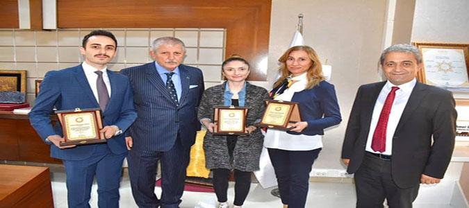 Başkan Sarı, Başarılı Personelini Plaketle Ödüllendirdi