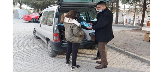 Başkan Verdi; 'Gençlere kitap seti hediye etti'
