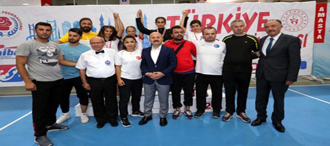 Boks Şampiyonası'nda Dereceye Giren Sporculara Madalyaları Verildi