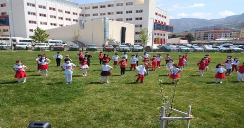 Çektikleri Video Klip ile 23 Nisan Ulusal Egemenlik ve Çocuk Bayramını Kutladılar
