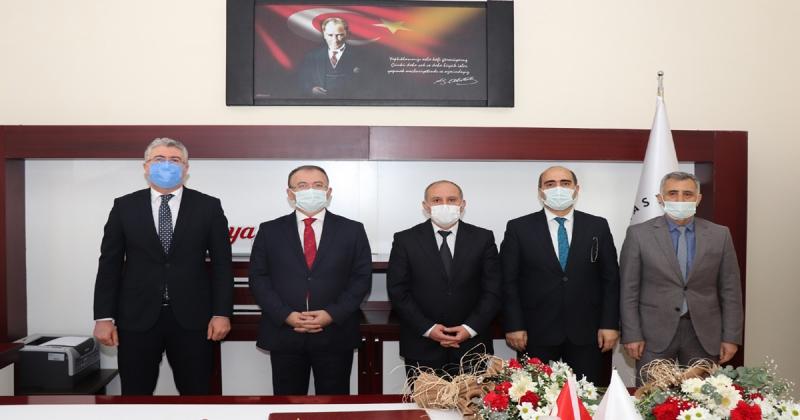 Eğitim Fakültesi Dekanlığına Prof. Dr. Yücel Öksüz Atandı