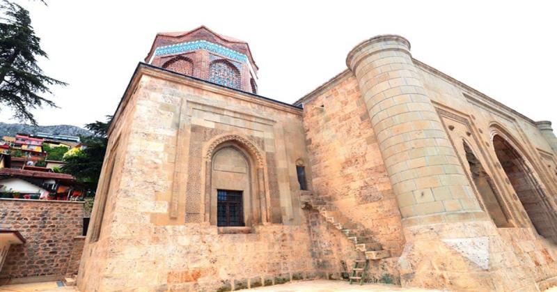 Gökmedrese Camii ile Torumtay Türbesi'ndeki Restorasyon Çalışmaları Tamamlandı