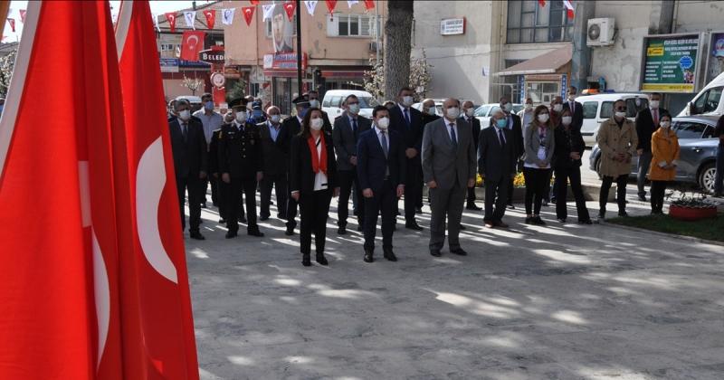 Gümüşhacıköy'de 23 Nisan Ulusal Egemenlik ve Çocuk Bayramı'nın 101. Yıl dönümü Çelenk Sunma Töreni Düzenlendi