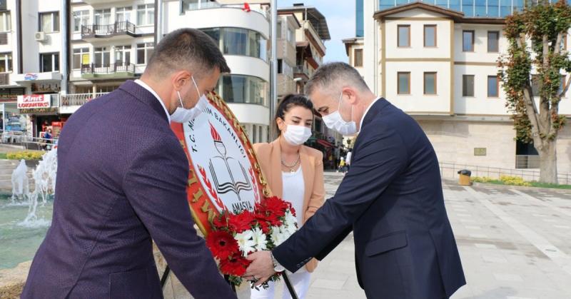 İlköğretim Haftası dolayısıyla Atatürk Anıtı'nda tören düzenlendi