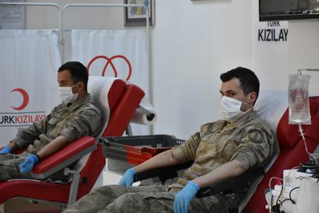 Koronavirüsü Yenen 9 Jandarma Personeli İmmün Plazma Bağışında Bulundu