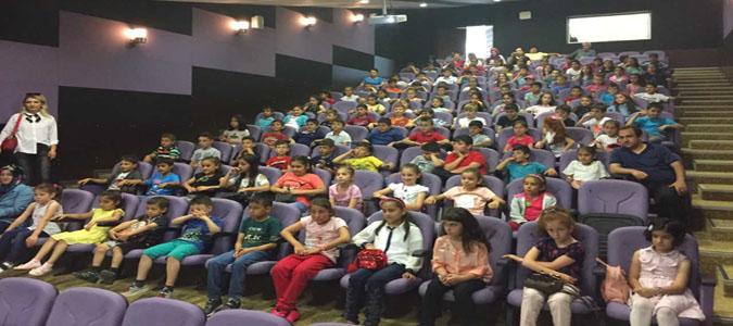 Köy Okulu Öğrencileri Sinema ile Tanıştı
