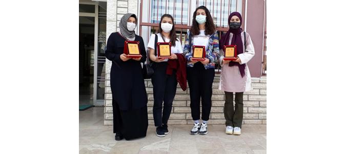 'Lise Öğrencileri Araştırma Projeleri' Yarışmasında Dereceye Öğrencilere Ödülleri Verildi