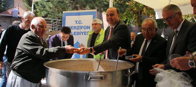 MERZİFON'DA BAŞKANLAR 'BİRLİK AŞURESİ' DAĞITTI
