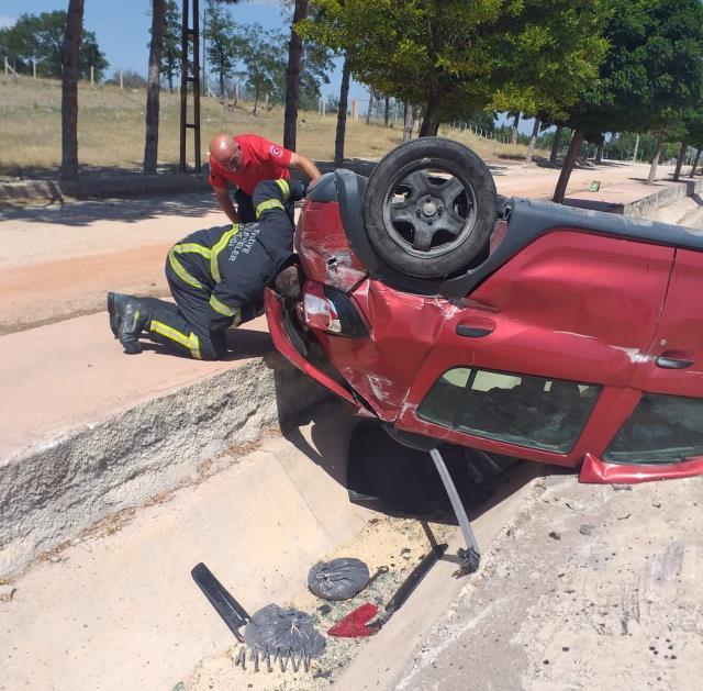 Merzifon'da şarampole devrilen otomobilin sürücüsü yaralandı
