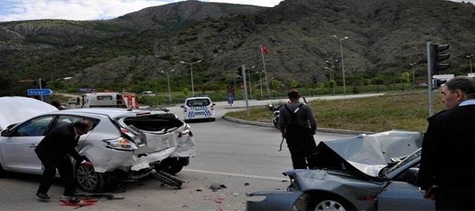 Minibüsle Otomobil Çarpıştı: 7 Yaralı