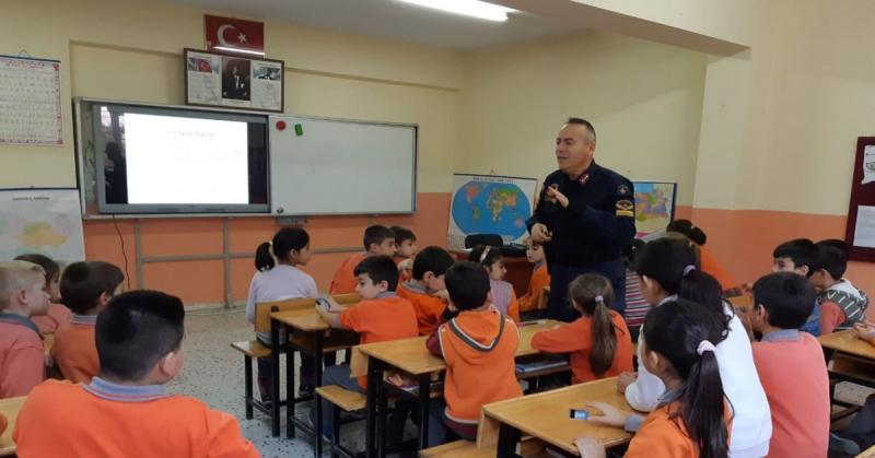 Öğrencilere Trafik Eğitimi ve Bağımlılık ile Mücadele Konularında Eğitim Verildi