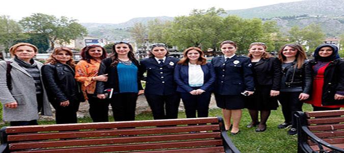 Polis Eşleri Derneği yararına sergi açıldı
