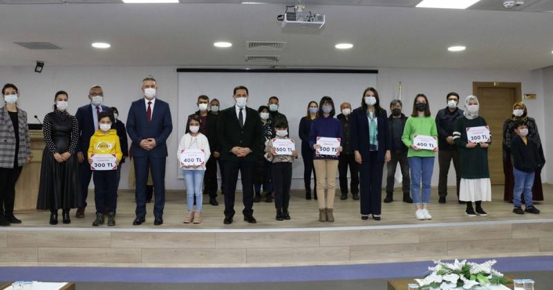 Resim Yarışmasında Dereceye Giren Öğrenciler Ödüllerini Aldılar