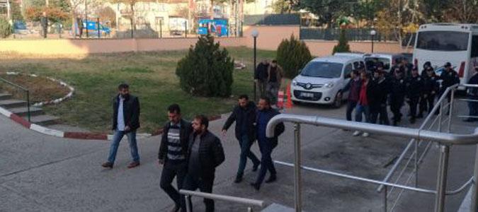 Silah Kaçakçılığı Yaptıkları Öne Sürülen 8 Kişi Tutuklandı