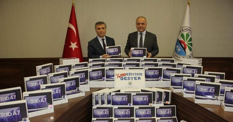 Suluova Belediyesi Öğrencilere 200 Adet Tablet Desteğinde Bulundu